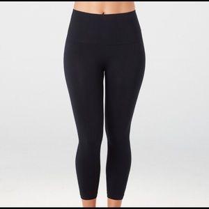 🆕 Spanx LAMN Cropped Leggings NWT